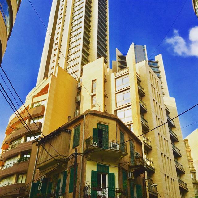 New vs Old! 🏚 🏬 beirut architecture buildings ashrafieh ... (Beirut - Ashrafieh)