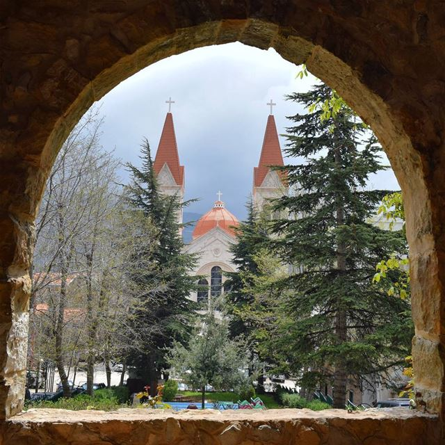 Natural Frame ⛪🌲. livelovelebanon livelovebeirut livelovebsharreh ... (Bsharri, Lebanon)