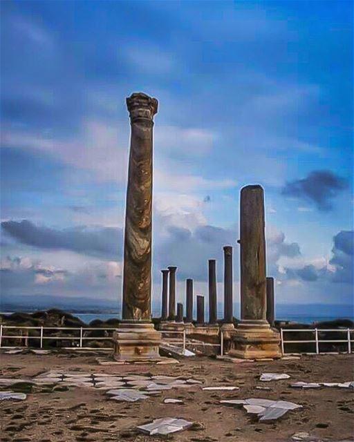 عن وصف جمال صور تعجز كلّ الكلمات يا قلعةً عصت على كلّ الغُزاةيا تحفةً حتّ (Tyre, Lebanon)