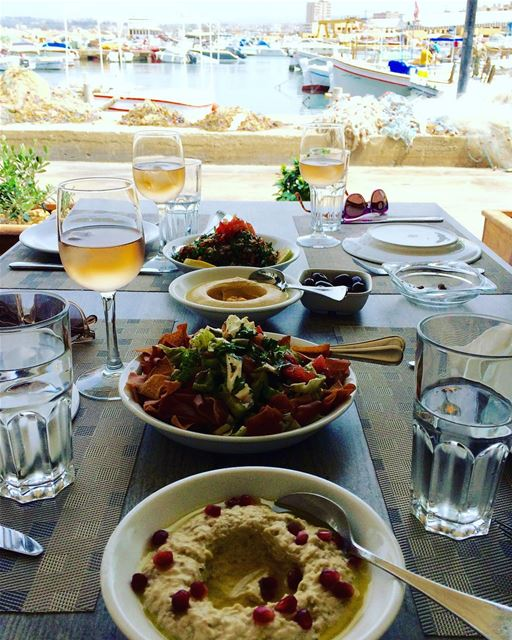 Nothing better than enjoying a fresh lunch in the port of Sour (Tyre) ☀️.... (Tyre, Lebanon)