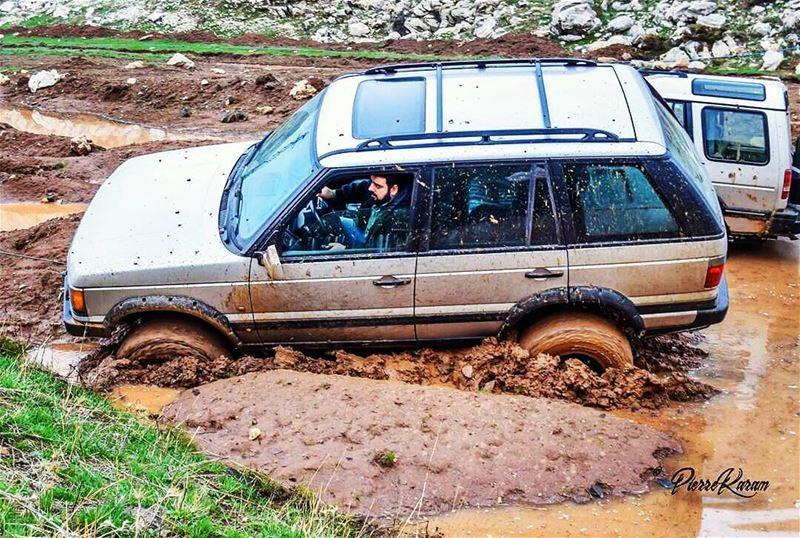 stuck in mud rangerover adventure adrenaline needforspeed offroad ...
