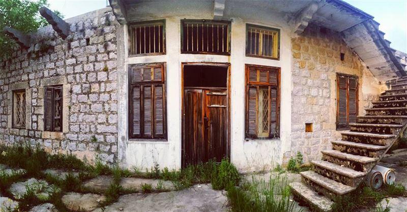 زاروبة .. فملامح بيت عتيق .. فصورة 📷بينو_قبولا... lebanon ... (Beïno, Liban-Nord, Lebanon)