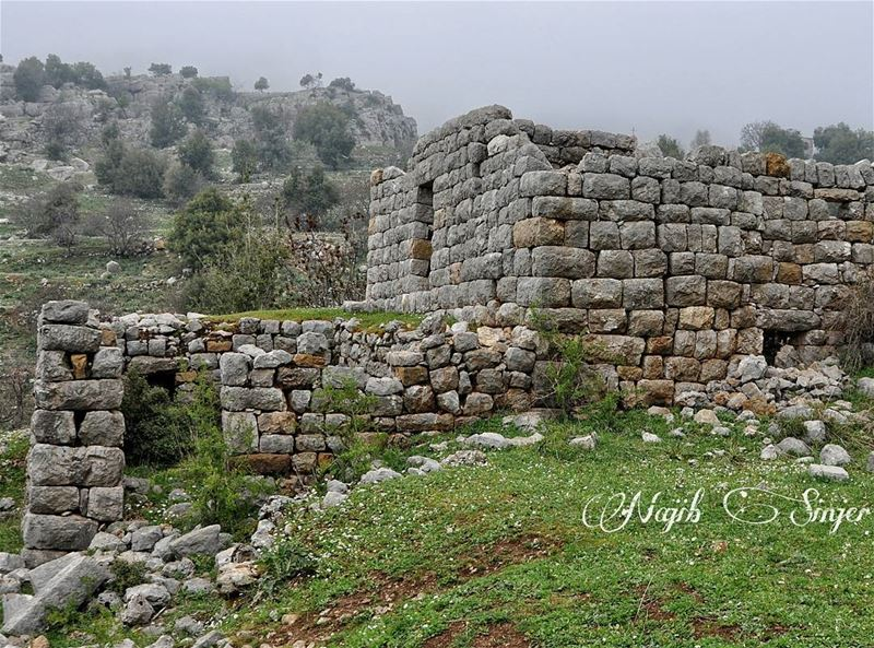 oldie  oldmemories  architect  monument  house  lebanonspotlights  travel... (Baskinta, Lebanon)