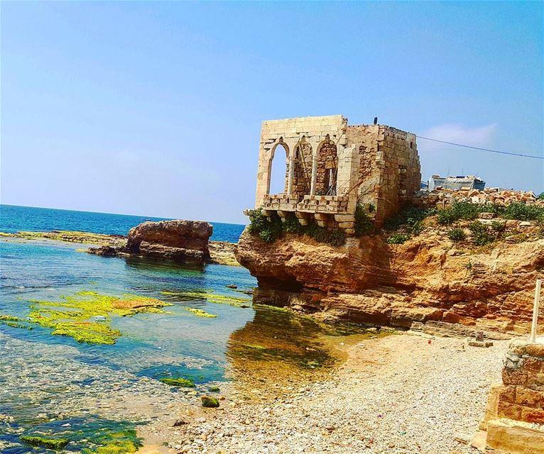 sea ruins oldplace sunnyday biking beach batrouning livelovebatroun... (Batroûn)