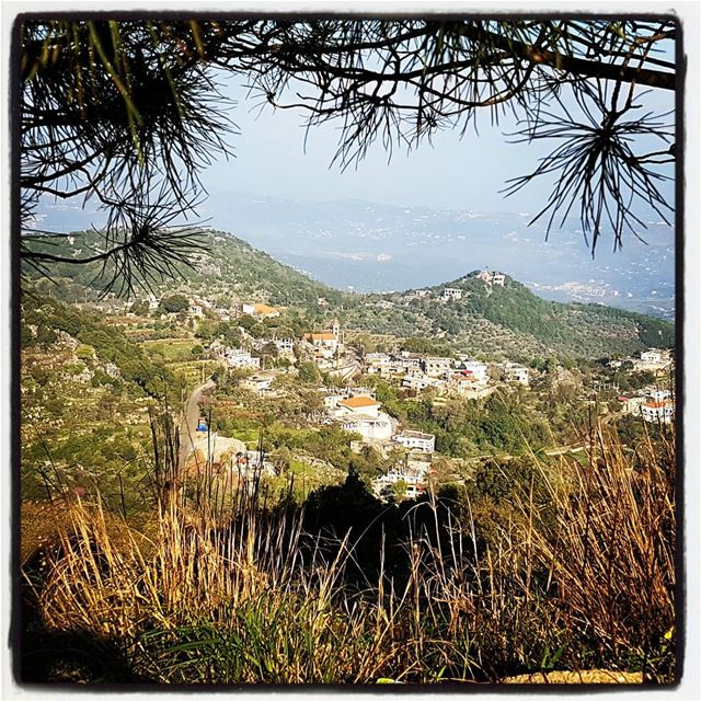 The village of Memnea in Akkar. Sleep in Tashea and walk on the @lebanontra (`Akkar, Liban-Nord, Lebanon)