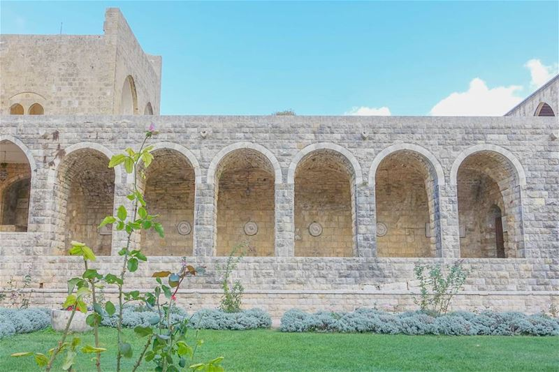 Beiteddine Palace, Arabian courtyard throwback lebanon tb ... (Beiteddine Palace)