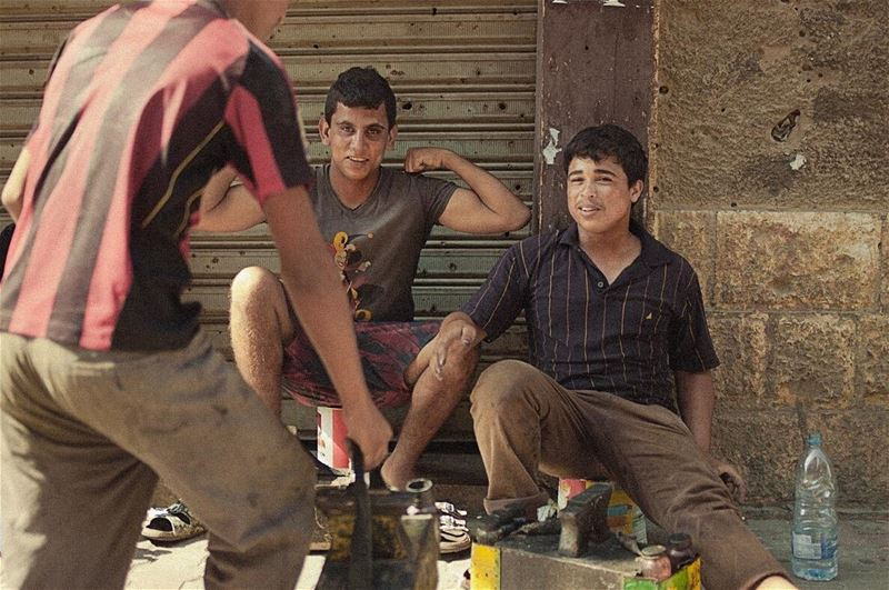 lebanon 35mm fujifilm xpro1 beirut shoeshine guns gunshow scared...