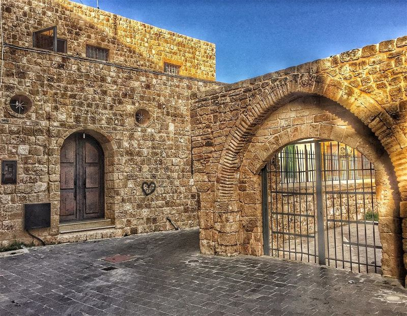 حارة صور القديمة المجد والتاريخ insta_lebanon tyre livelovejnoub ... (Tyre, Lebanon)