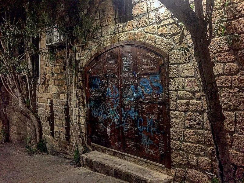 في_بلادي شو في خلف الباب قصص و خبار .. lebanon lebanese lebanon_ig ... (Jbeil-Byblos)