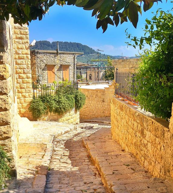 Beautiful streets - deir el qamar ❤ lebanon nature naturelovers ... (Deïr El Qamar, Mont-Liban, Lebanon)