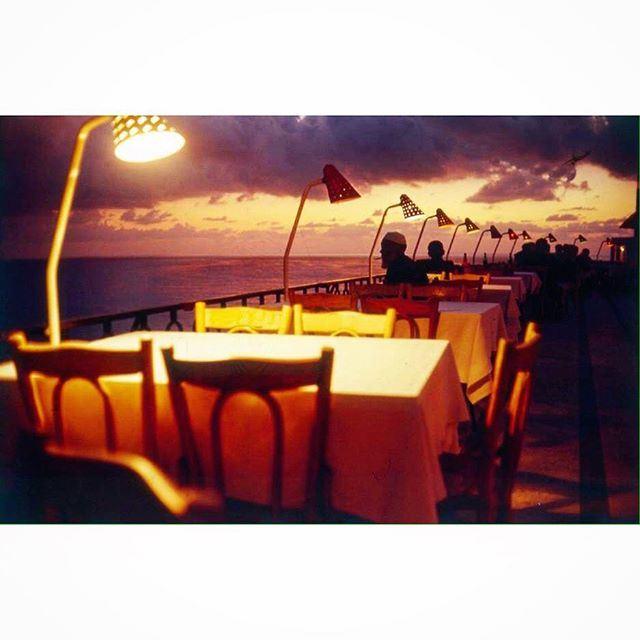 مقهى جانب البحر ،
