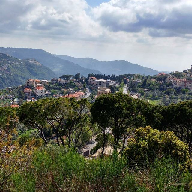 Cool followed scorching heat yesterday. Spring is unpredictable. lebanon🇱 (Dayr Al Qamar, Mont-Liban, Lebanon)