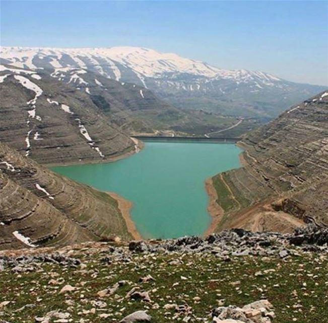 Hiking mood hiking friends spring faraya farayalovers dam chabrouh... (Dam Chabrouh)