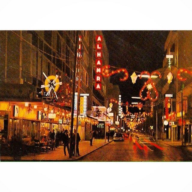 شارع الحمرا عشية اعياد الميلاد ورأس السنة ،