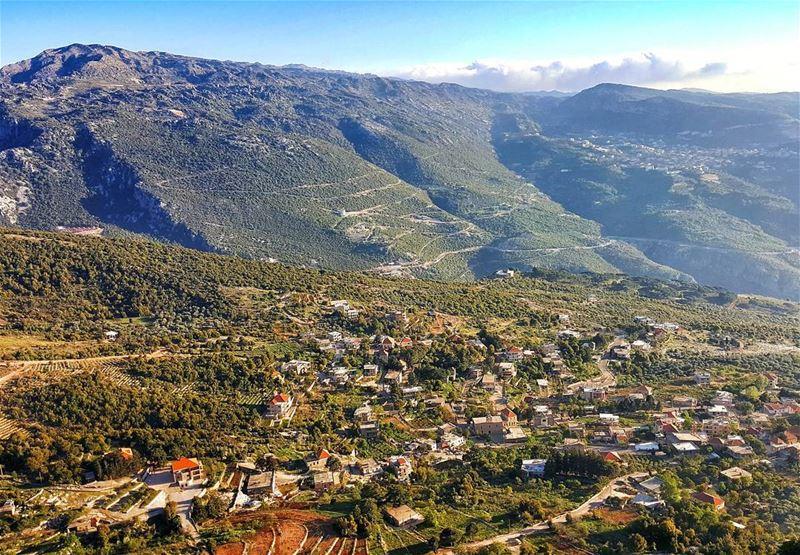 Merry Monday and Happy new Week !🎉🌞⛰🏡.... Lebanon livelovebeirut... (Hardin قرية المحابس)