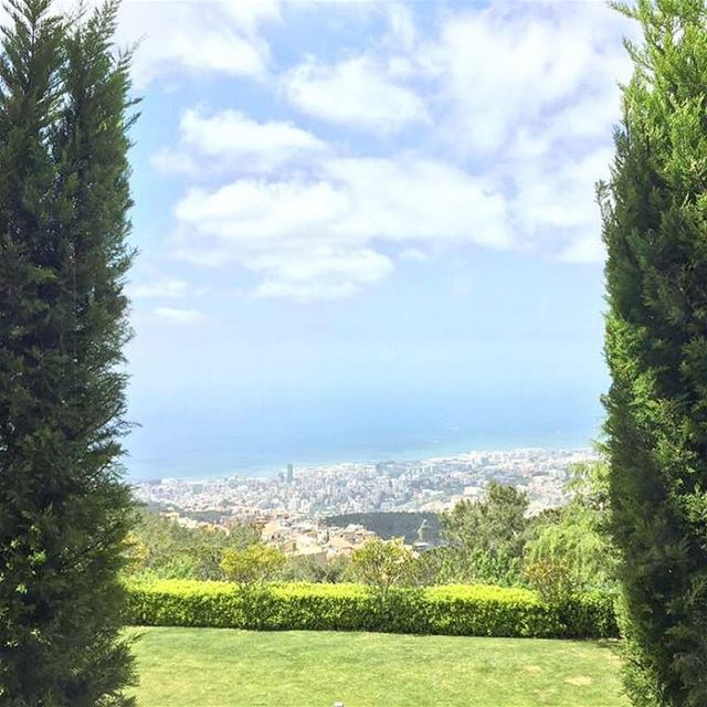 Breakfast with a view 😍😍 Vista spots abound across Lebanon drive up... (Nabay, Mont-Liban, Lebanon)