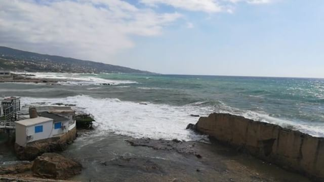 💞The sea is roaring with the wind 🏄 livelovelebanon ... (Phoenicien Wall)