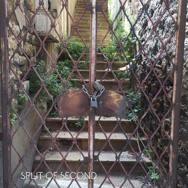 Yep, it's locked 🔒 .... lebanon beirut lock gates fence ...