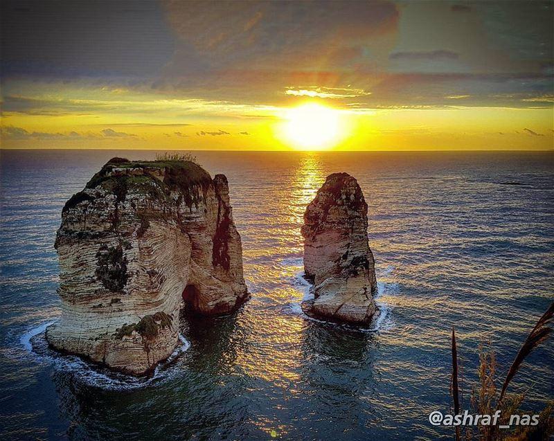 لبيروتمن قلبي سلامٌ لبيروتوقُبلٌ للبحر والبيوت...لصخرةٍ كأنهاوجه بحارٍ... (Beirut, Lebanon)