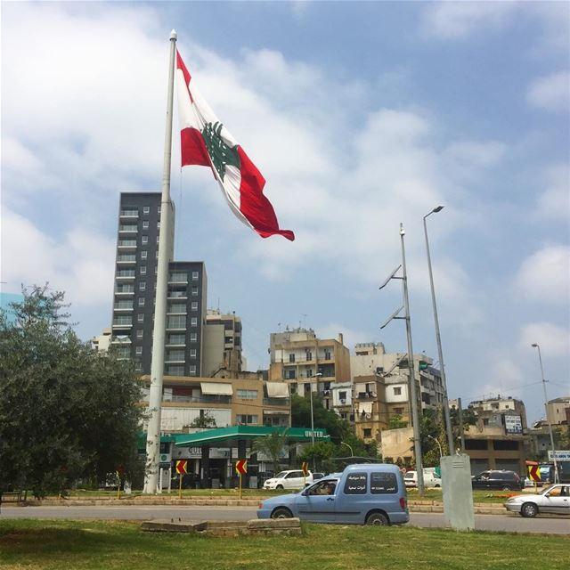ptk_lebanon whatsuplebanon lebanon ig_lebanon flag cedar ... (Sinn Al Fil, Mont-Liban, Lebanon)