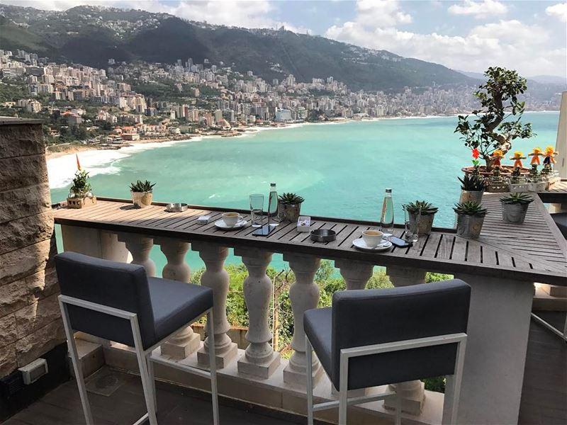 The paradise. lebanon jounieh montane beach balcon coffee cigar relax view... (Joünié)