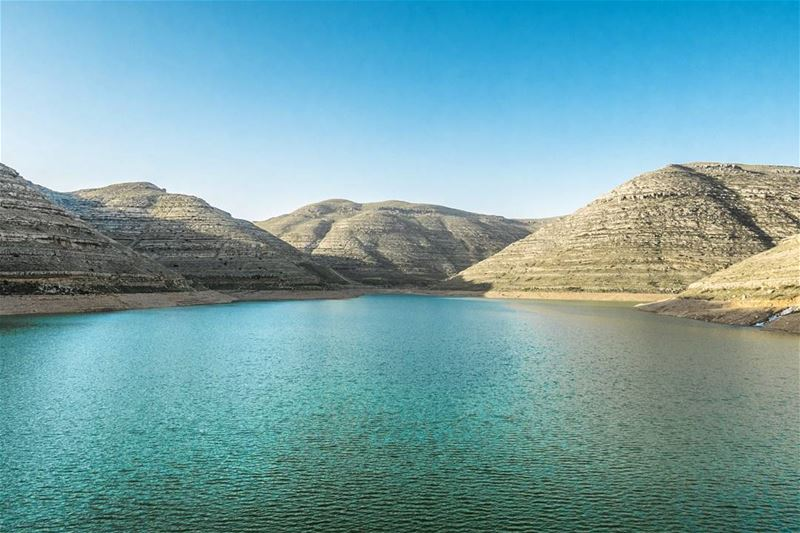 Everything that drowns me makes me wanna fly 🎶 hills mountains lake ... (Chabrouh/Faraya Waterfall)