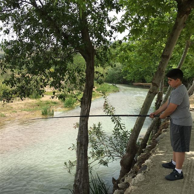 lebanon southlebanon khardali river myson enjoying fishing even... (Abou Charbel - Khardale)