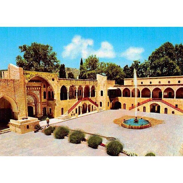 قصر بيت الدين عام ١٩٦٥ ،