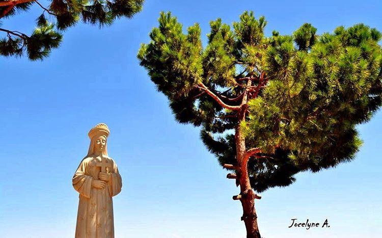 يا قديسة مريم يا والدة الله يا سلطانة السماء و الارض صلّي لأجلنا🌹 ... (سيدة بشوات)