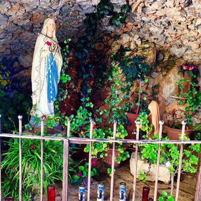 """Abandon yourself into the heart of Mary, she will take care of you... ""(Sa (Mar Youssef - Jrabta (Sainte Rafka))"