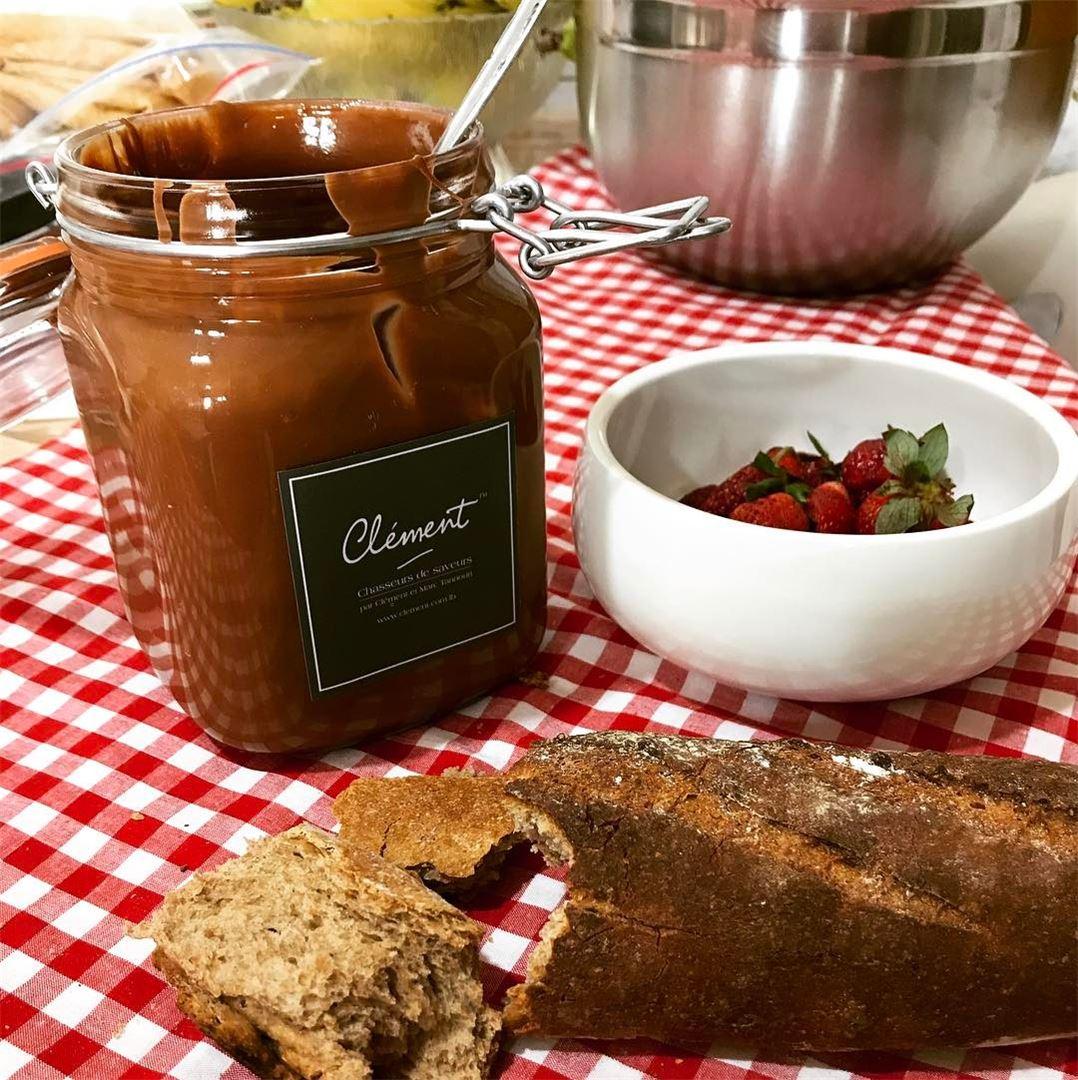 Pâte à tartiner chocolat noisettes-amandes 😋🍓🥖🍫 chef ...