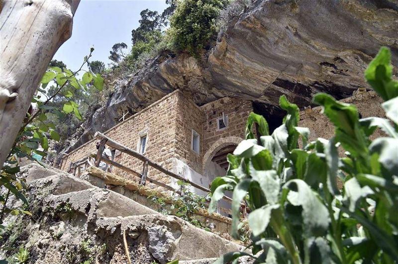 وادي قنوبين (📸لبنان 24) Lebanon annoubin mountains Religious Insta...