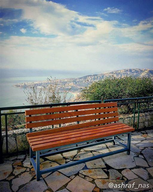 ألا تجلسينَ قليلاًألا تجلسين...فإن القضية أكبرَ منكِ وأكبرَ منيكما تعلمي (Jounieh - Harissa)