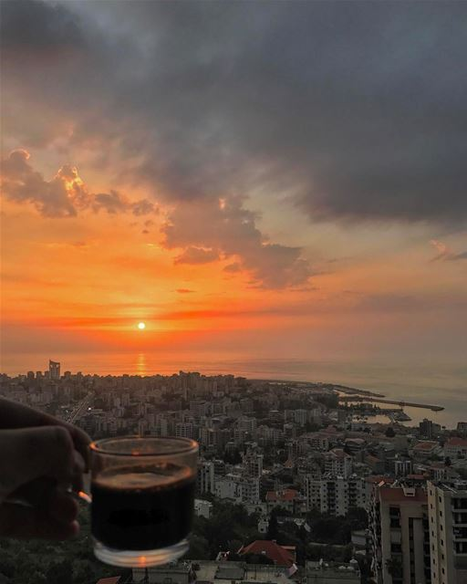 I think its favorite sunset/coffee shot ever ☕️🌅✨❤️• whatsuplebanon ... (Joünié)