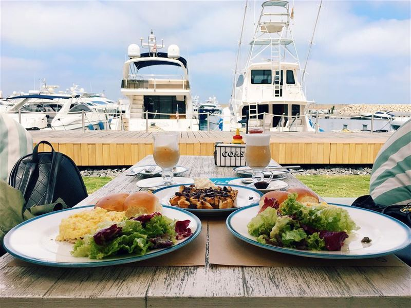 Breakfast x boats 🍳🥓☕️.. tb tbt photooftheday picoftheday ... (COAST)