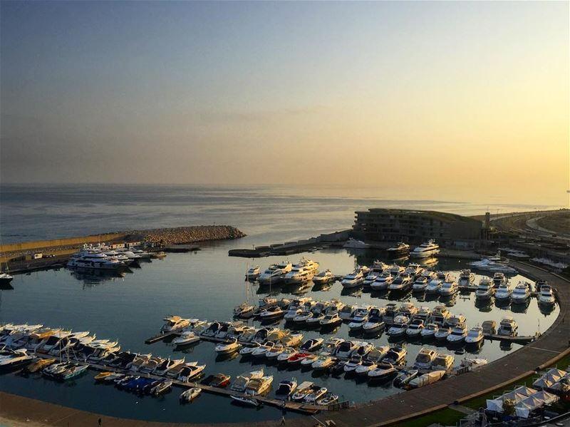 Sunrise over Beirut ☀️🛳 a7labaladbil3alam photo love photograph ... (Beirut Marina)
