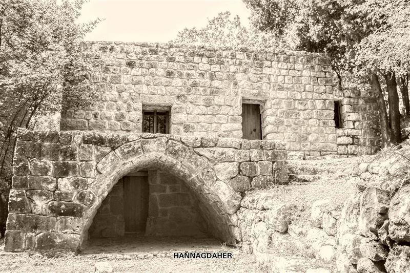oldhouse oldhouses wadialsalib kfardebian lebanon ...