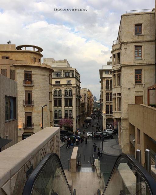 Terminando o dia com esta linda vista de @beirutsouks tirada por @z.el.khat (Beirut Souks)