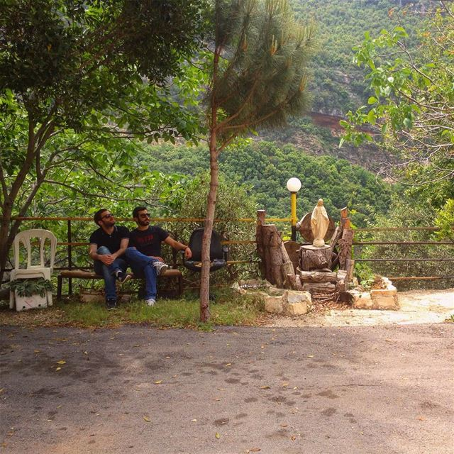 Fillin up seats in a traditional lebanese bus stop.. 🚌⛔️ lebanese bus ... (Bsatin Al-Ossi Waterfalls)