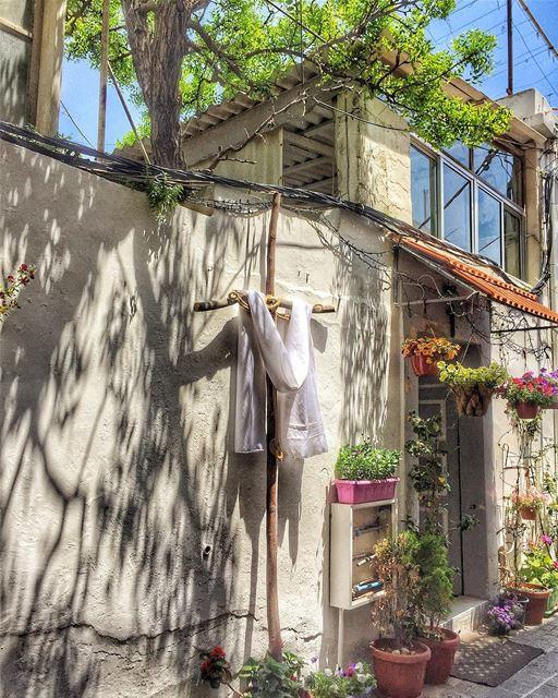 انت الك قصيدة كتبتها من زمان من ايام المعامل المزارع الصلبان livelovetyre... (Al-Fanar restaurant and auberge)