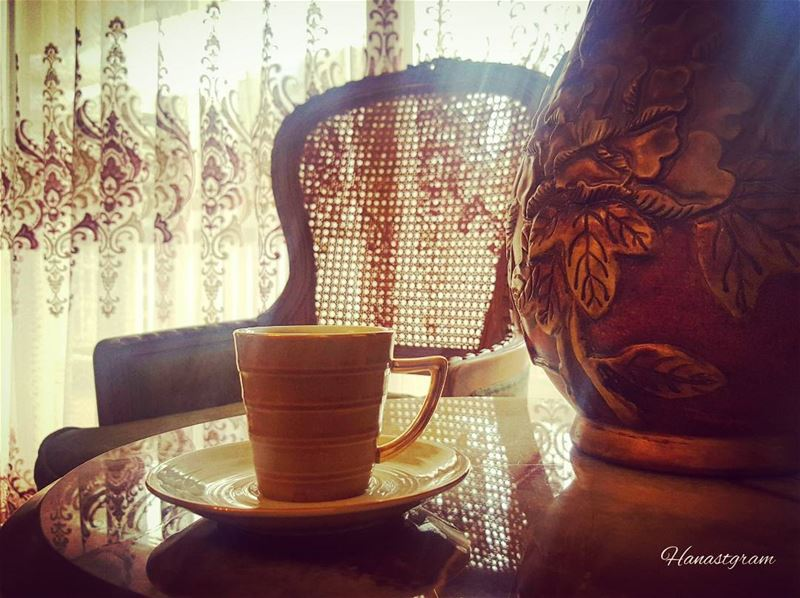 بعضهم يتركون من حولنا ذرات من الحنين ...نتنفسها حتى بعد غيابهم ...... قهوت