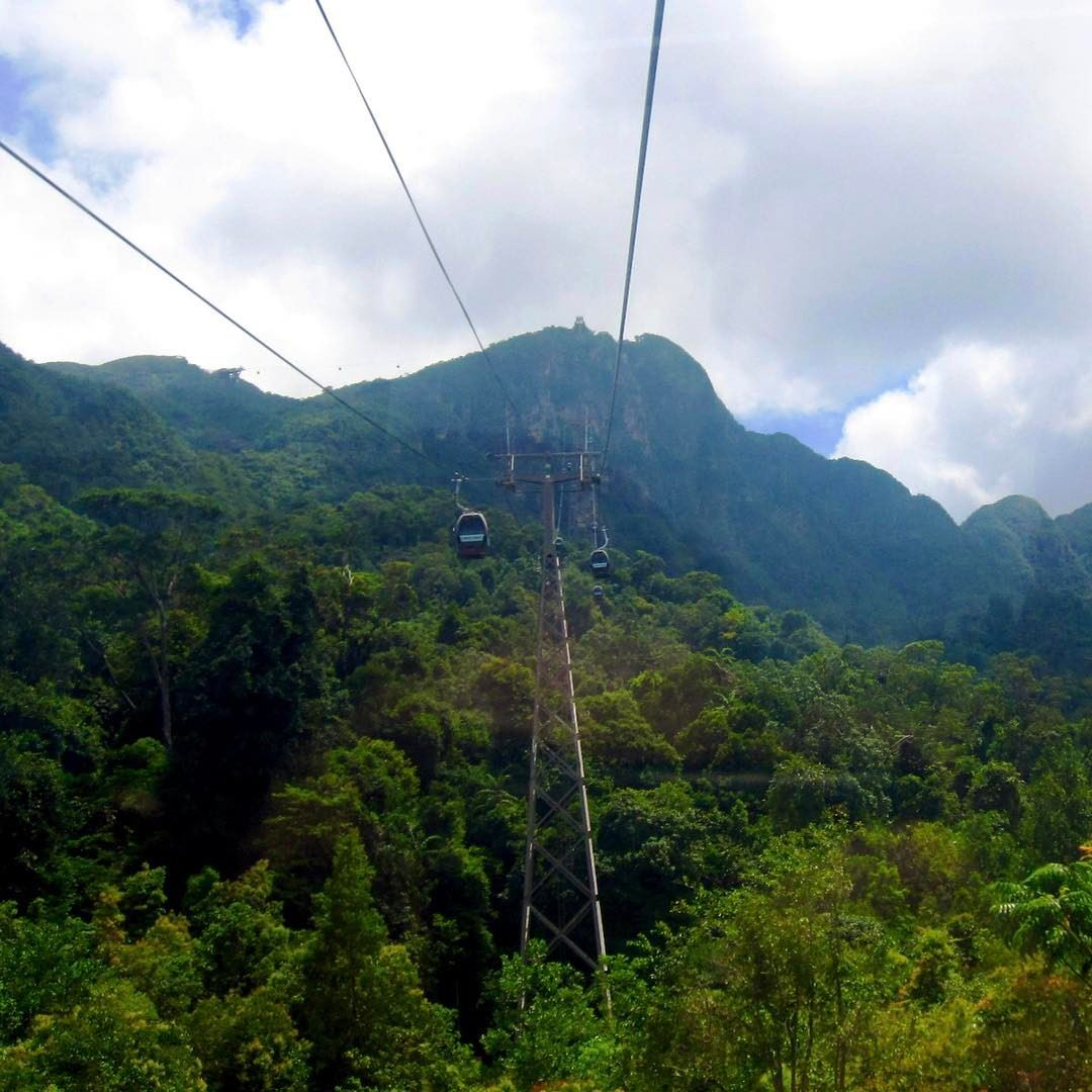 To the top of the mountain ... high enough to get you scared 😬 but... (Langkawi Cable Car)