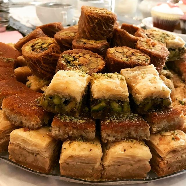 Who can resist those little delicious baklawa??? I can never stop stuffing... (Yalla Yalla)