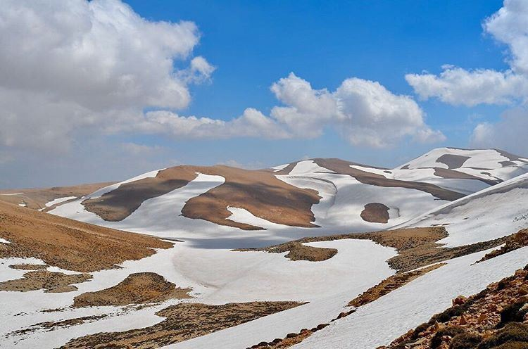 beautiful layers of snow around 3000m on the way to the ... (Qurnat as Sawda')
