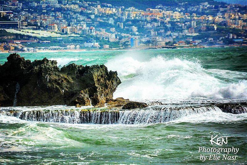 ...لنا مزاجيَّةُ البحرَوجُنونُهُ.. وتحوُلاتُهْولنا أيضاً.. مُرَاهقَةُ ال (Byblos, Lebanon)