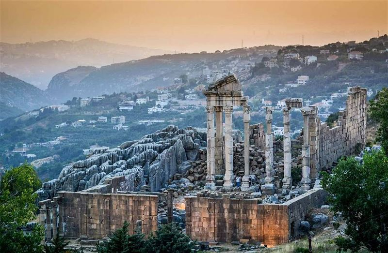 .The Roman ruins of Faqra-Kfardebian at Sunset. Good evening dear IGers... (Kfardebian)