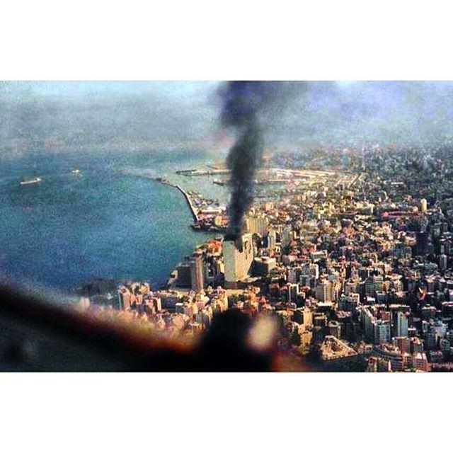 بيروت صورة جوية لأحتراق فندق هوليدي إن اثناء ما سمي بمعركة الفنادق عام ١٩٧٥ .