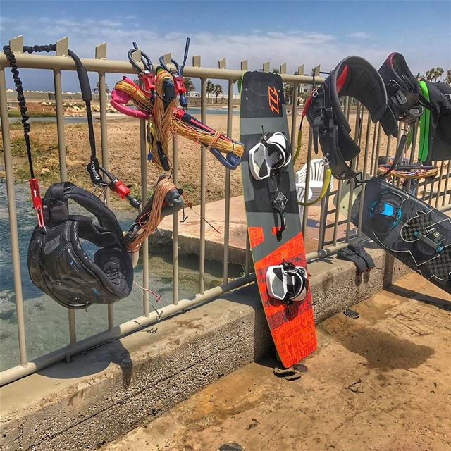 Bars, lines & boards! We rocking Tripoli's Marina Kite Beach 🌊 🏄🏻🏄🏻💨� (North Marina Beach)