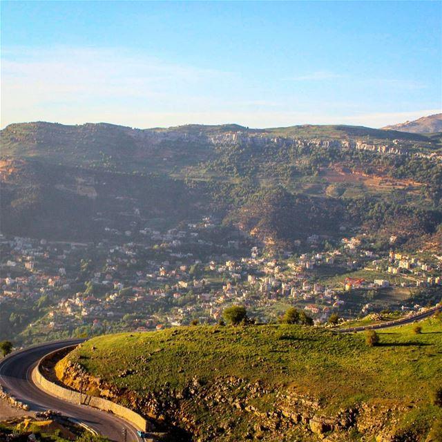 🏡🗻~The Montain's curves~🗻🏡🎵... lebanon spring nature zaarour ... (Zaarour)
