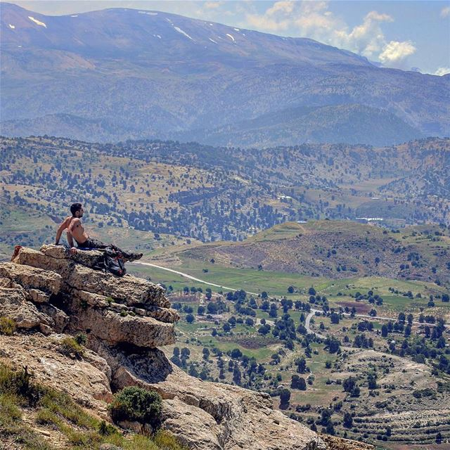 A well deserved break on the peak 🏔🚶 breeze sweat tan hike rest ...